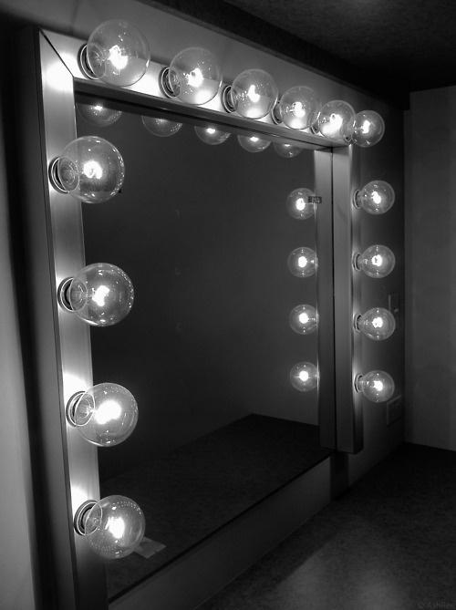 https://justtoopeachy.files.wordpress.com/2013/10/make-up-mirror.jpg